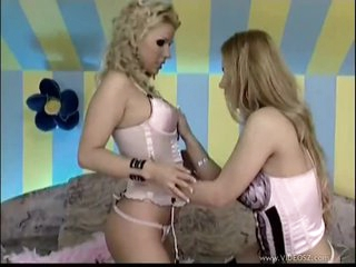 Dorothy Black & Ginger Jones Involved In Hot Lesbian Sex