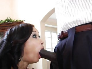 Skin Diamond throat fucks a massive throbbing shaft