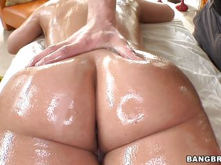 bella reese and her big hot oiled tits