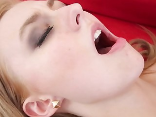 Cute blonde shakes her big ass for her man on the red sofa