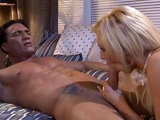 Tattooed hunk shaggs hot blonde in motel room