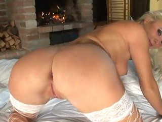 Gorgeous Kathy Anderson exposes her sweet round ass