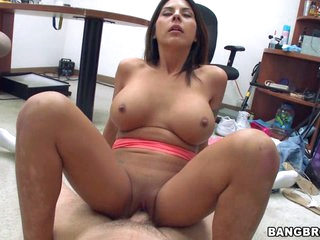 Daring babe enjoys the warmth of new cock juice splattered on her face
