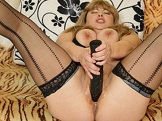 Chubby older slut getting fisted by a sexy hottie