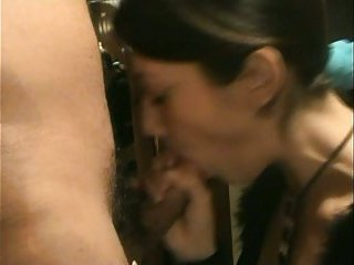 Brunette skank gives head