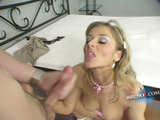 Jane Darling horny blonde waiting for the hot coming