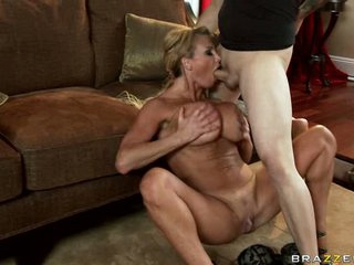 Lucky guy gets a super blowjob from bewitching Taylor Wayne