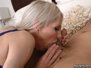 Sizzling sexy Emma Starr stuffs her mouth with a thick shaft and enjoys it