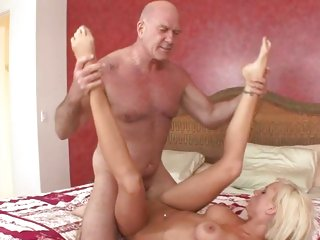 Horny Kelly Klass is dicked up her wet nob nest