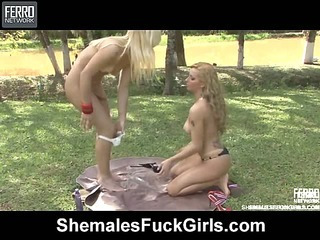 Thais&Julia tranny screwing girl on video