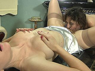 Frances&Agatha pussyloving mamma on movie