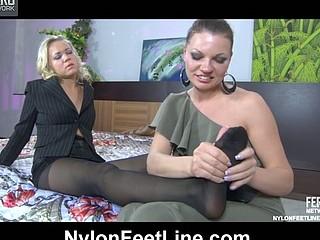 Sandy&Jennie nylon feet action