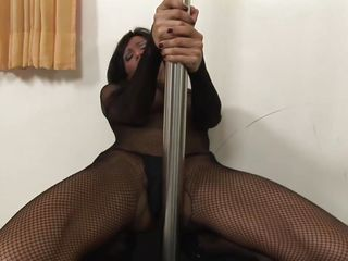 brunette tranny with hot ass shows what she is capable off