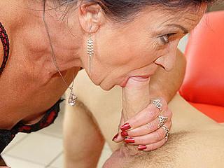 This anal loving older slattern gets a warm surprise