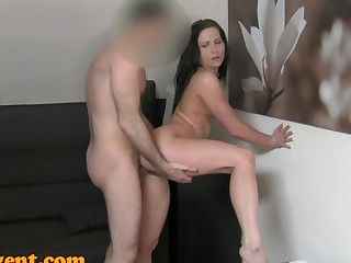 FakeAgent HD: Surprise creampie for hot amateur