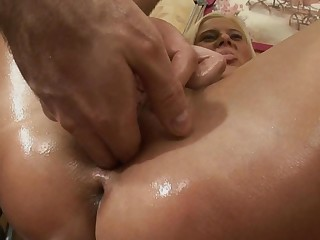 A kermis that has oil over her sexy ass is getting anal loving