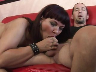 Luscious Carrie Ann wraps her lips around a biggest dick