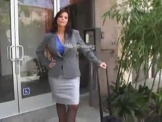 Hawt Mature Cougar Syren DeMar Banging