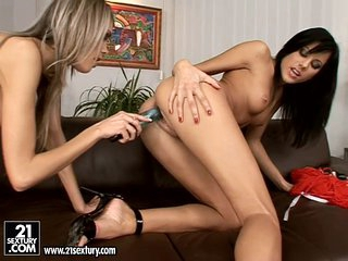 Anita Pearl gets a admirable agonorgasmos from a Hot Friend