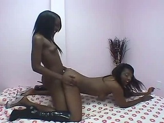 Double didlo action with lesbian ebony amateurs