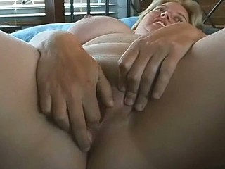 Mature love-hole fingered