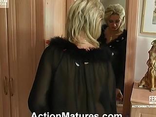 Agatha&Rolf leggy mama in action