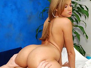 Sexy sexy cutie Isis copulates her massage patient!