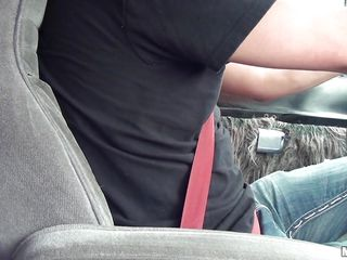 horny slut wants to fuck in my car