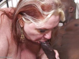white mature loves to fill her pussy with a black dick
