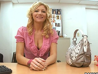 Daring peaches milf Christina is here to have unbelievable fuck