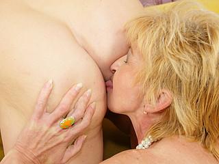 Two older sluts sharing one creampie