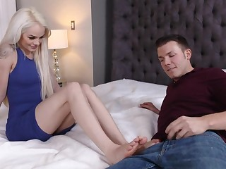 Sweet thing demonstrates she is a streetwalker in wide bed