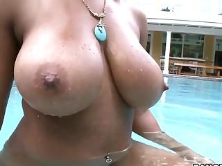 Curvy Natasha Dulce gets down and dirty!