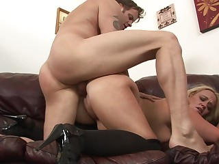 Chick in stockings gets bonked hard on the leather sofa