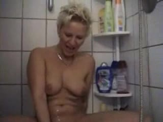 Mature amateur showers and toys pussy