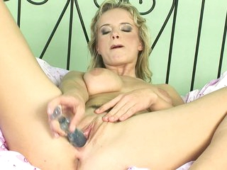 Peach loves to take toys and make herself cum by putting 'em in her pussy