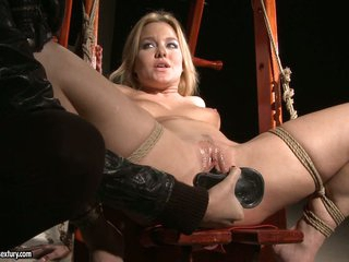 Many Bright widen a chick legs and do dildoing